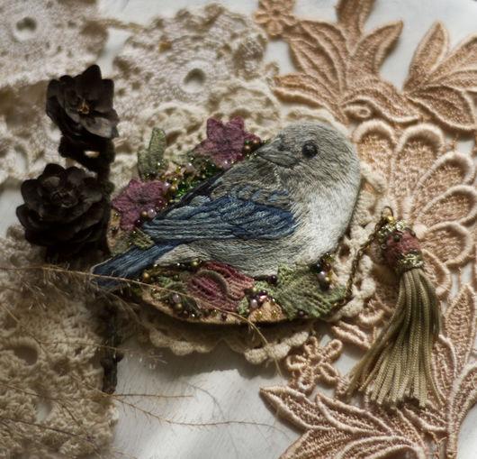 Броши ручной работы. Ярмарка Мастеров - ручная работа. Купить Текстильная бохо брошь с вышитой птичкой. Handmade. Голубой
