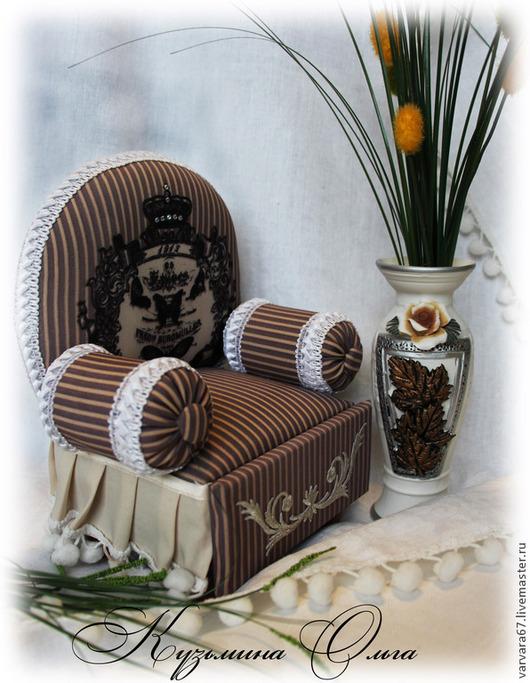 Миниатюрные модели ручной работы. Ярмарка Мастеров - ручная работа. Купить декоративное кресло-шкатулка-игольница для важных особ. Handmade.