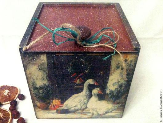 """Корзины, коробы ручной работы. Ярмарка Мастеров - ручная работа. Купить Короб """"Рождественские гуси"""". Handmade. Бордовый, гуси, печенье"""