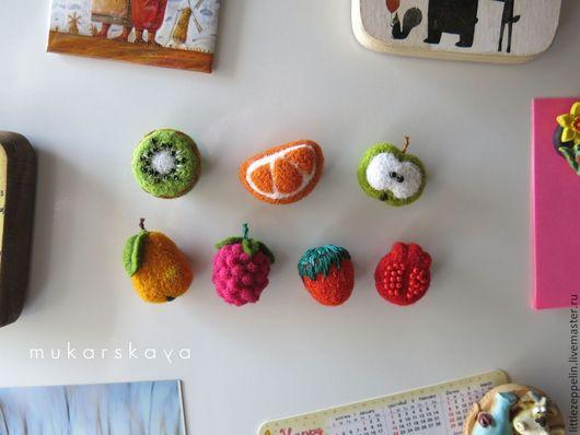 """Магниты ручной работы. Ярмарка Мастеров - ручная работа. Купить Маленькие магниты """"Ягодки и фрукты"""". Handmade. Войлок, ягоды, шерсть"""