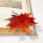 Украшения ручной работы. Ярмарка Мастеров - ручная работа брошь из кожи лист клёна красный оранжевый. Handmade.