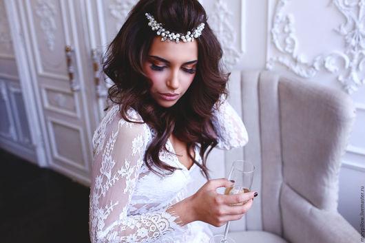 Свадебное украшение ручной работы, которое идеально подойдет для любой прически, будь то собранная прическа или локоны. Крепится двумя гребешками.