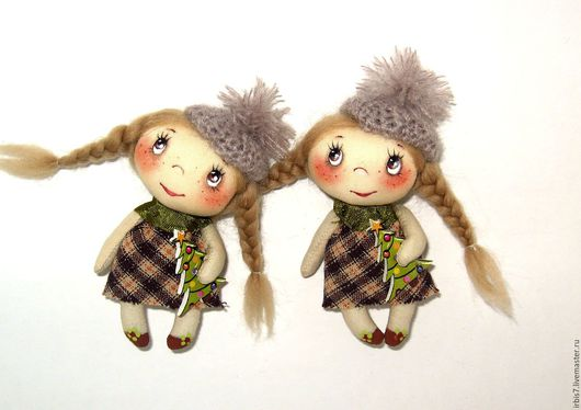 Коллекционные куклы ручной работы. Ярмарка Мастеров - ручная работа. Купить Брошки -малышки с елочками. Handmade. Комбинированный, елочка