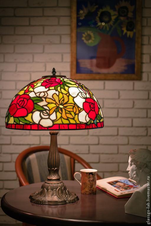 Настольная лампа Тиффани `Розы и герберы`, стекло, D- 40 см, 403 деталей.