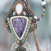 Украшения ручной работы. Ярмарка Мастеров - ручная работа Кулон из бисера с камнями, вышивка бисером, фиолетовый зеленый (0331). Handmade.