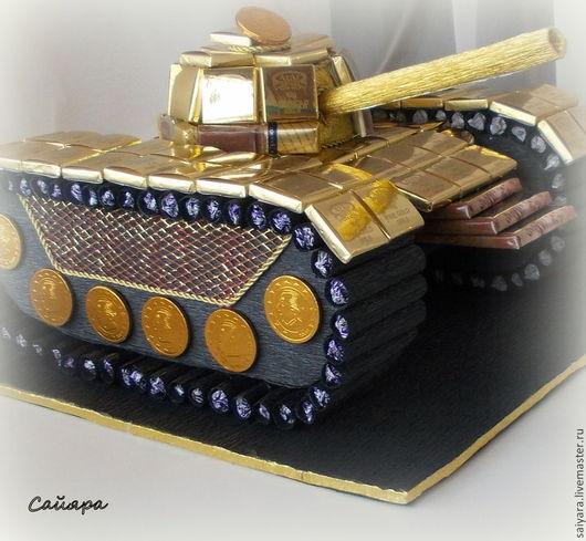 Интерьерные композиции ручной работы. Ярмарка Мастеров - ручная работа. Купить танк из конфет. Handmade. Золотой, гофрированная бумага, шоколад