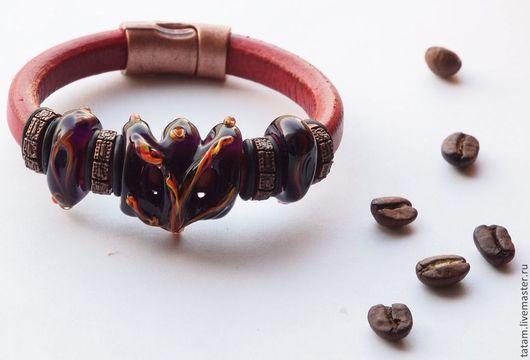 Роскошный браслет, созданный из авторских бусин lampwork, испанской натуральной кожи и фурнитуры. Продан на Flame Creations