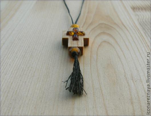 """""""Онфим"""" - деревянный резной нательный крест из кипариса с янтарем. Православный нательный крест из дерева."""