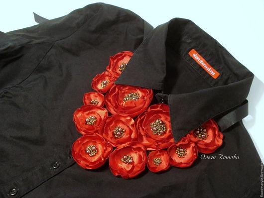 Колье, бусы ручной работы. Ярмарка Мастеров - ручная работа. Купить Красный шарм Колье цветочное текстильное с натуральной кожей. Handmade.