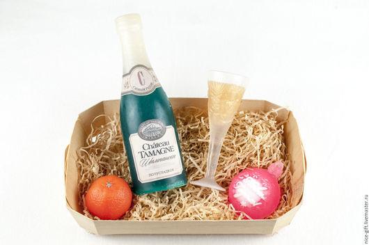 Мыло ручной работы. Ярмарка Мастеров - ручная работа. Купить Мыло ручной работы сувенирное Шампанское с бокалом новогоднее. Handmade.