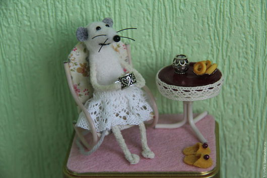 Персональные подарки ручной работы. Ярмарка Мастеров - ручная работа. Купить Чаепитие (мышка на коробке с чаем) - подарок на 8 марта. Handmade.
