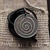 """Украшения ручной работы. Ярмарка Мастеров - ручная работа Медальон """"Змея-дарительница"""". Handmade."""