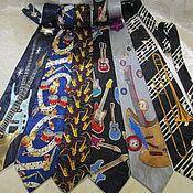 Аксессуары ручной работы. Ярмарка Мастеров - ручная работа ГАЛСТУК  с  нотами, гитарой,саксофоном. Handmade.