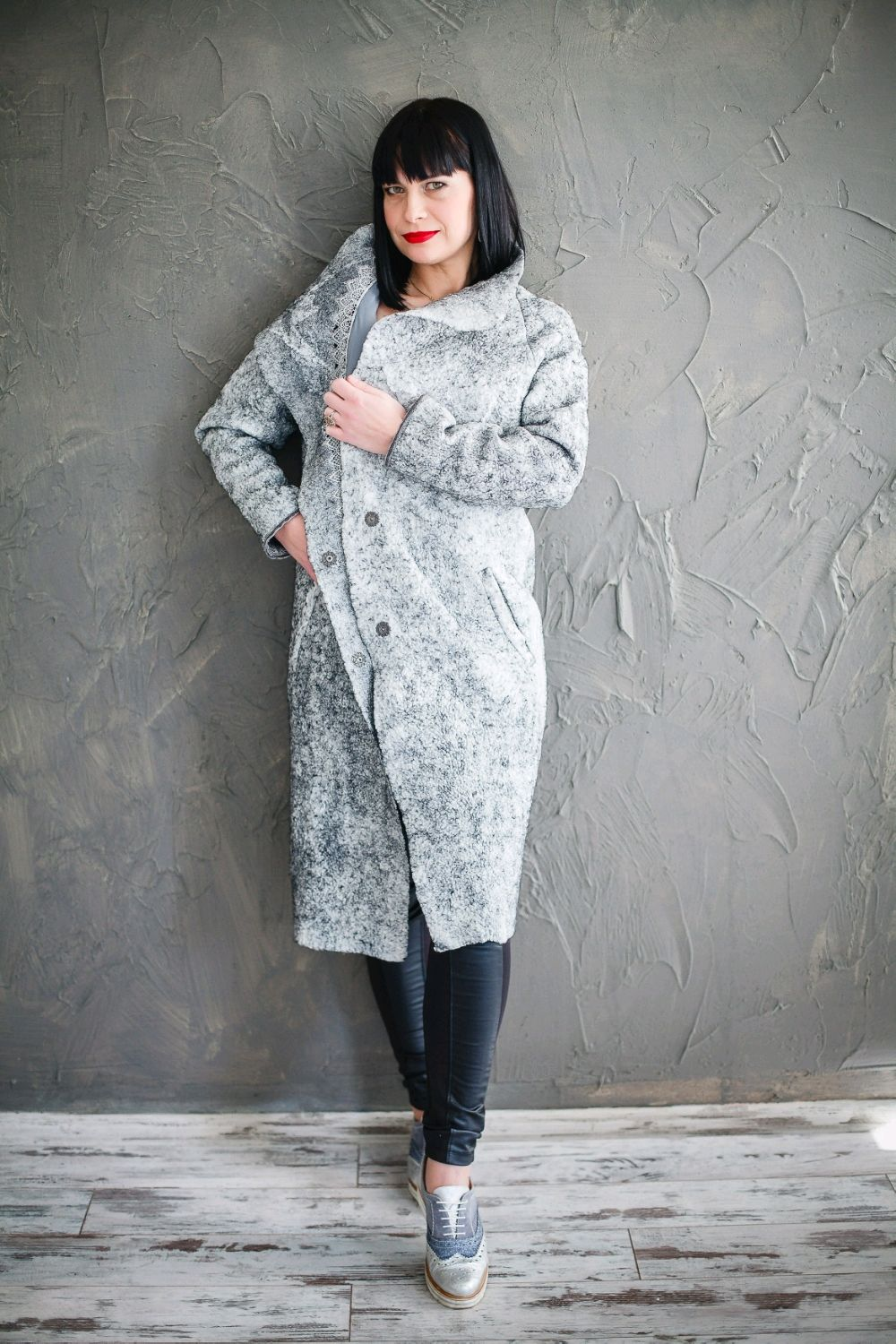 The severity of the coat in the style of military 19