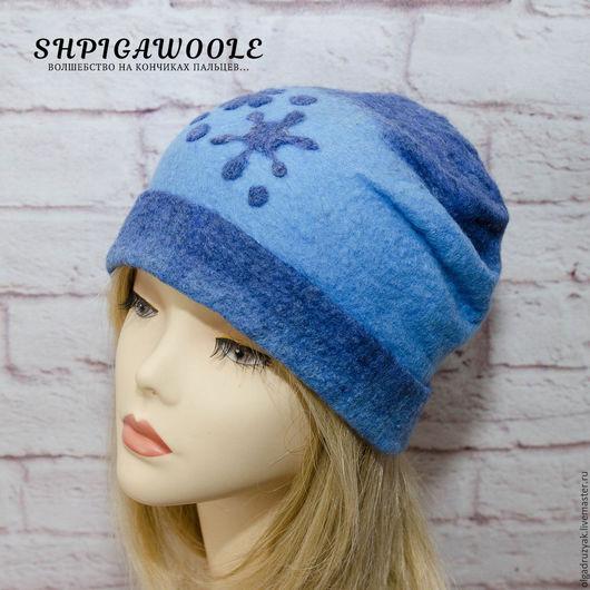 Сине-голубая валяная шапочка `Снежинка`