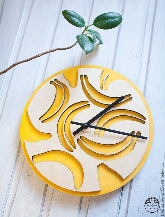 """Часы для дома ручной работы. Ярмарка Мастеров - ручная работа. Купить Настенные часы из дерева """"Бананы"""". Handmade. Настенные часы"""