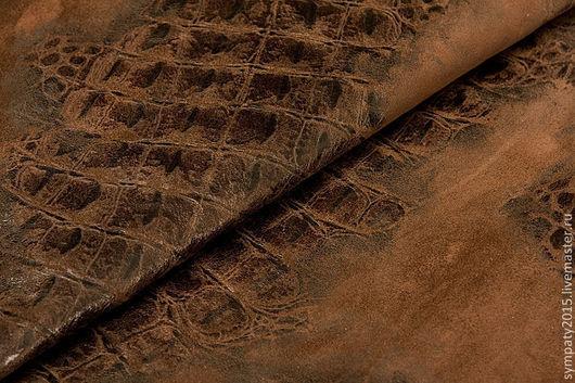 Итальянская замша натуральная. Под рептилию. Коричневая; толщина 0,8мм, цена 25 руб за дм2