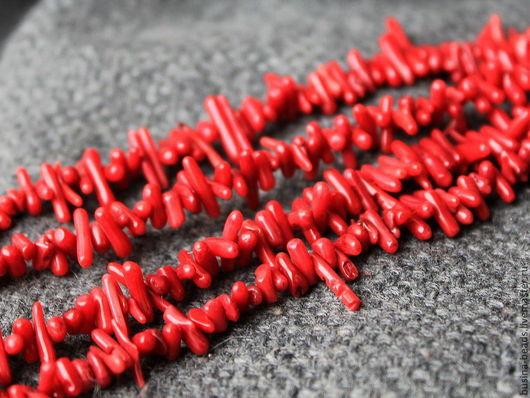 Коралл игольчатый Бусины формы иголочки (палочки) из тонированного в красный цвет натурального коралла для сборки украшений.  Для использования в колье, бусах, браслетах и серьгах