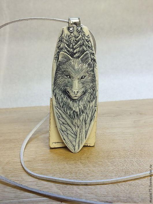 """Кулоны, подвески ручной работы. Ярмарка Мастеров - ручная работа. Купить Кулон """"Волк"""" из кости и серебра. Handmade. Белый, оберег"""