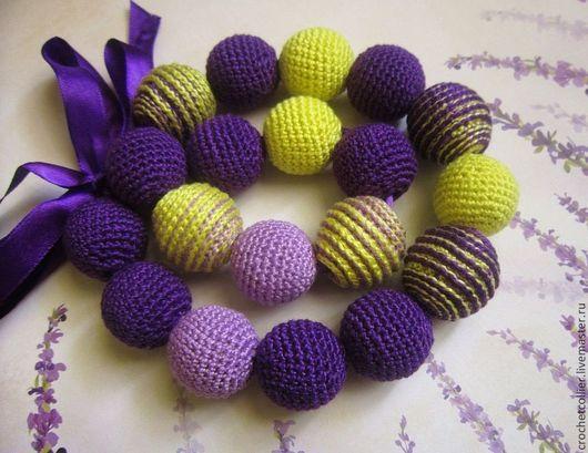 Вязаные бусы Ирисы. Украшение на шею. Crochetcollier (Вязаные бусы). Фиолетовые бусы. Вязаные бусы на ленте. Авторские бусы.