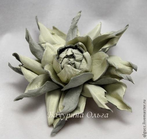 Заколки ручной работы. Ярмарка Мастеров - ручная работа. Купить Заколка-брошь цветок из кожи. Handmade. Брошь цветок