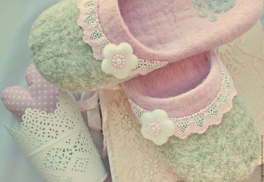 """Обувь ручной работы. Ярмарка Мастеров - ручная работа. Купить Валяные тапочки по мотивам """"Нежнее нежного"""". Handmade. Бледно-розовый"""
