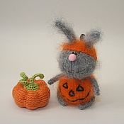 Куклы и игрушки ручной работы. Ярмарка Мастеров - ручная работа Вязаный заяц-тыква к Хэллоуину. Handmade.