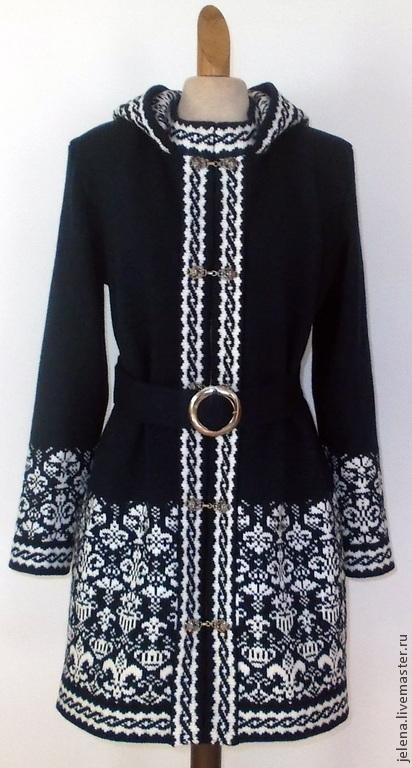пальто вязаное с капюшоном