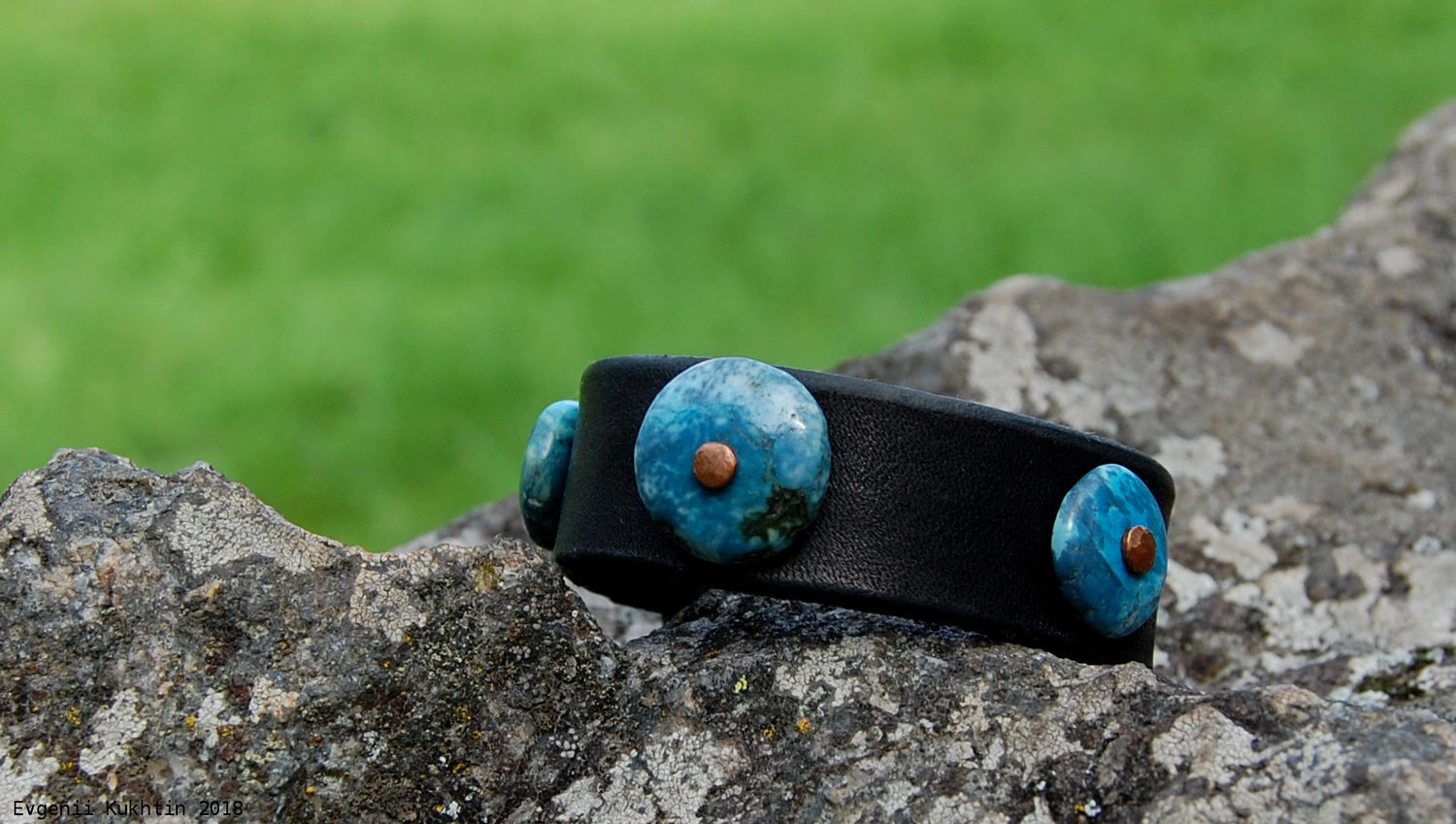 Genuine leather bracelet with turquoise beads