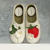 "Slippers handmade. Livemaster - original item Валяные тапки тапочки ""Ягодка моя"" войлочные женские тапки. Handmade."