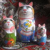 """Русский стиль ручной работы. Ярмарка Мастеров - ручная работа деревянная матрёшка кошка """"Рукодельница""""  3 места. Handmade."""