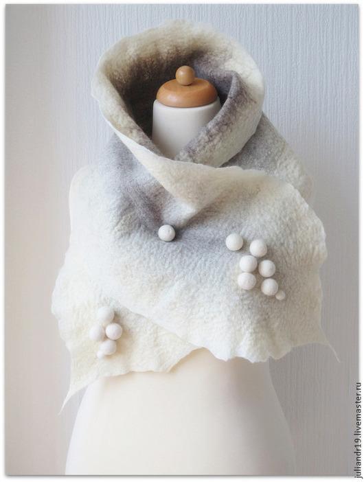 """Шарфы и шарфики ручной работы. Ярмарка Мастеров - ручная работа. Купить """"Снежки"""", тёплый валяный шерстяной шарф. Handmade. Белый"""