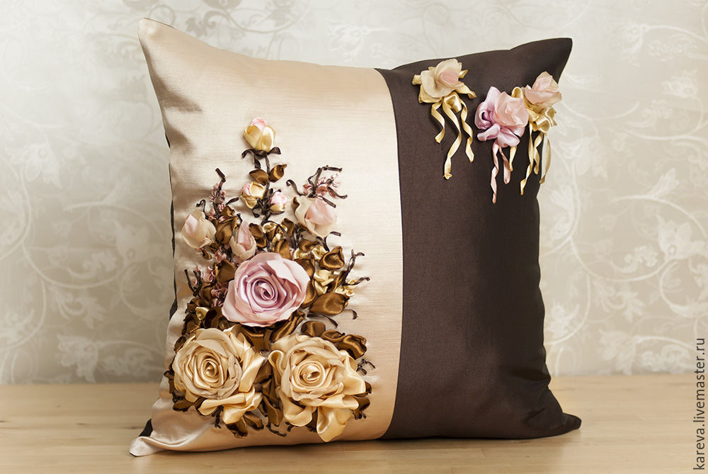 Подушки с вышивкой атласными лентами