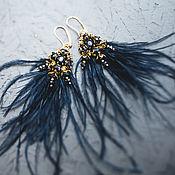 Серьги классические ручной работы. Ярмарка Мастеров - ручная работа Серьги с синими перьями и кристаллами. Handmade.