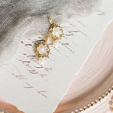 Свадебный салон ручной работы. Ярмарка Мастеров - ручная работа Золотые серьги с жемчугом и перламутром. Handmade.
