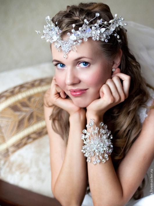 Корона в прическу невесты. Венец для свадебной прически. Корона для свадебной прически. Аксессуары для свадебной прически. Украшения для свадебной прически. Украшения для невесты. Украшения в прическу невесты