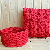 Для дома и интерьера ручной работы. Ярмарка Мастеров - ручная работа Комплект - подушка и корзинка из трикотажной пряжи. Handmade.