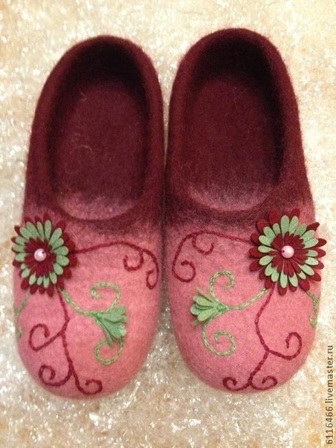 """Обувь ручной работы. Ярмарка Мастеров - ручная работа. Купить домашние валяные тапочки из натуральной шерсти """"Герберы"""". Handmade."""