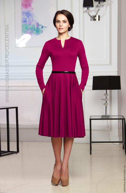 Короткое повседневное платье цвета фуксия. Офисный стиль