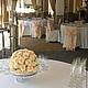 Оформление свадьбы цветами в ресторане Джотто. Композиция из роз на фуршетный стол