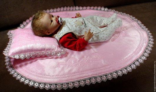 Кукольный дом ручной работы. Ярмарка Мастеров - ручная работа. Купить Коврик-плед овальный. Handmade. Розовый, одеяло с вышивкой