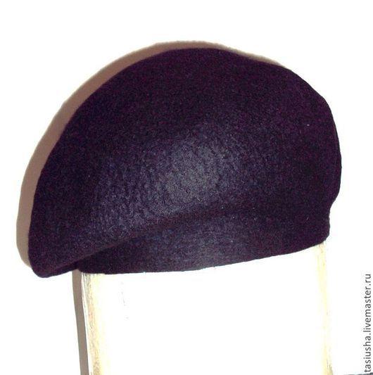 Валяный берет классической формы можно носить на ножке  или подогнуть её внутрь.