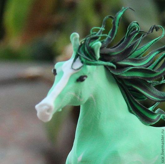 """Статуэтки ручной работы. Ярмарка Мастеров - ручная работа. Купить фигурка маленькая """"Лошадка-лето"""" (лошадь в зелёных летних тонах). Handmade."""