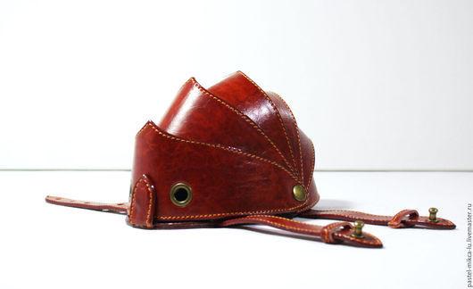 Чехол-клатч ARMOR ручной работы, сделано из итальянской искусственной экокожи. Цвет панцирного каркаса - коричневый, цвет срезов - коричневый, цвет декоративной строчки - оранжевый. OVOLLY (ovoly)