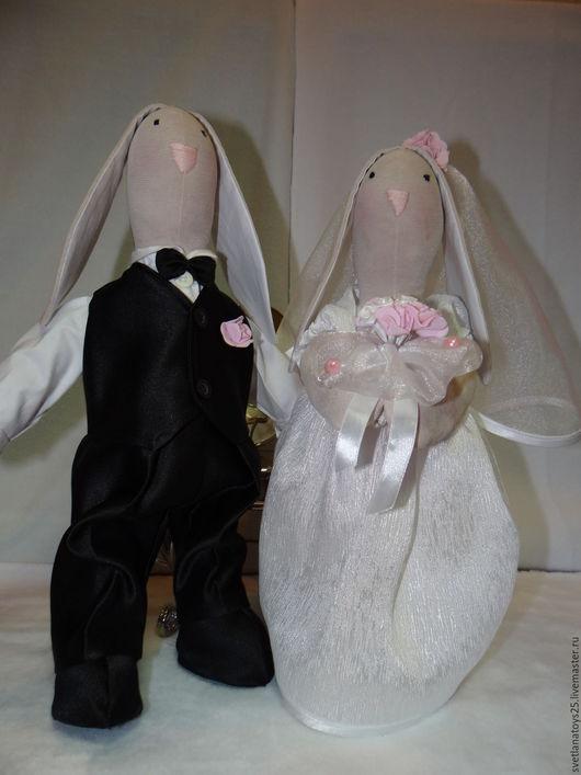 тильда заяц. тильда кролик. интерьерная игрушка. текстильная игрушка. подарок на свадьбу. подарок молодоженам. свадебная пара