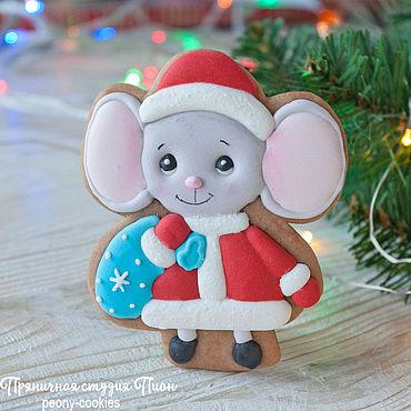 Сувениры и подарки ручной работы. Ярмарка Мастеров - ручная работа Новогодний пряник мышонок Маленький Мышь Мороз. Handmade.