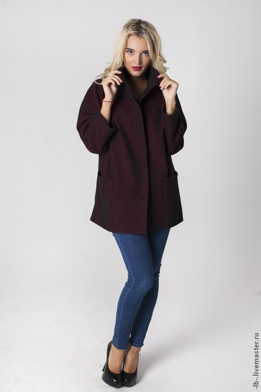 Стильная куртка с подкладом в стиле минимализм. В наличии имеются изделия с другой текстурой ткани в различных цветовых вариантах, (уточняйте информацию у  мастера). Уютная ткань из 100% шерсти великолепно держит тепло, дарит комфорт и согревает в холодное время года. Изделие, благодаря своему уникальному крою, великолепно сидит на любой фигуре, делая образ стильным и модным.