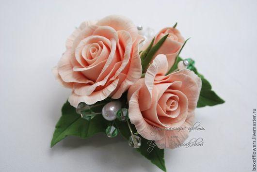 Свадебные украшения ручной работы. Ярмарка Мастеров - ручная работа. Купить Зажим-брошь с персиковыми розочками из полимерной глины. Handmade.