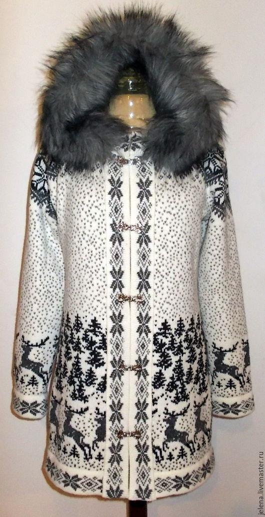пальто вязаное с капюшоном.