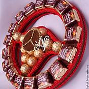 """Сувениры и подарки ручной работы. Ярмарка Мастеров - ручная работа Букет из конфет """"Руль"""". Handmade."""